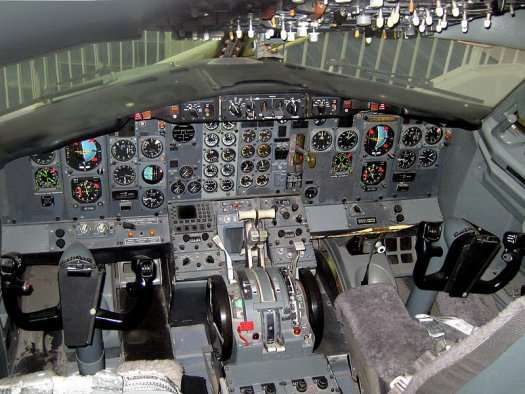 Video a diy flight simulator built in the nose of a real for Home building simulator