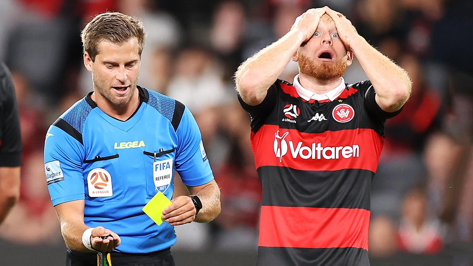 Roar beat Wanderers, close on A-L top six