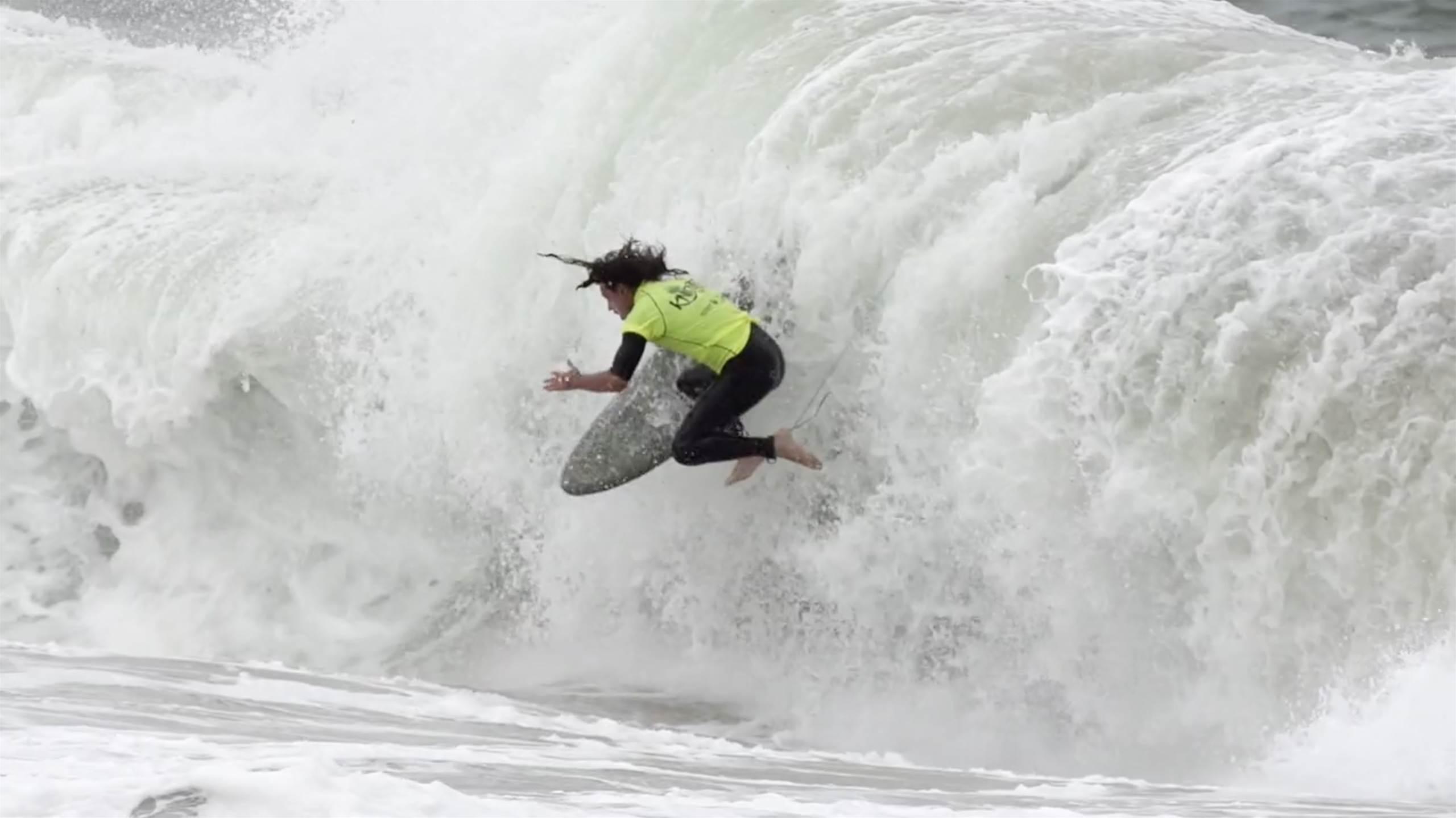 על שבירות חוף ובלי מגנים: Beater Bash היא תחרות כואבת לגולשים