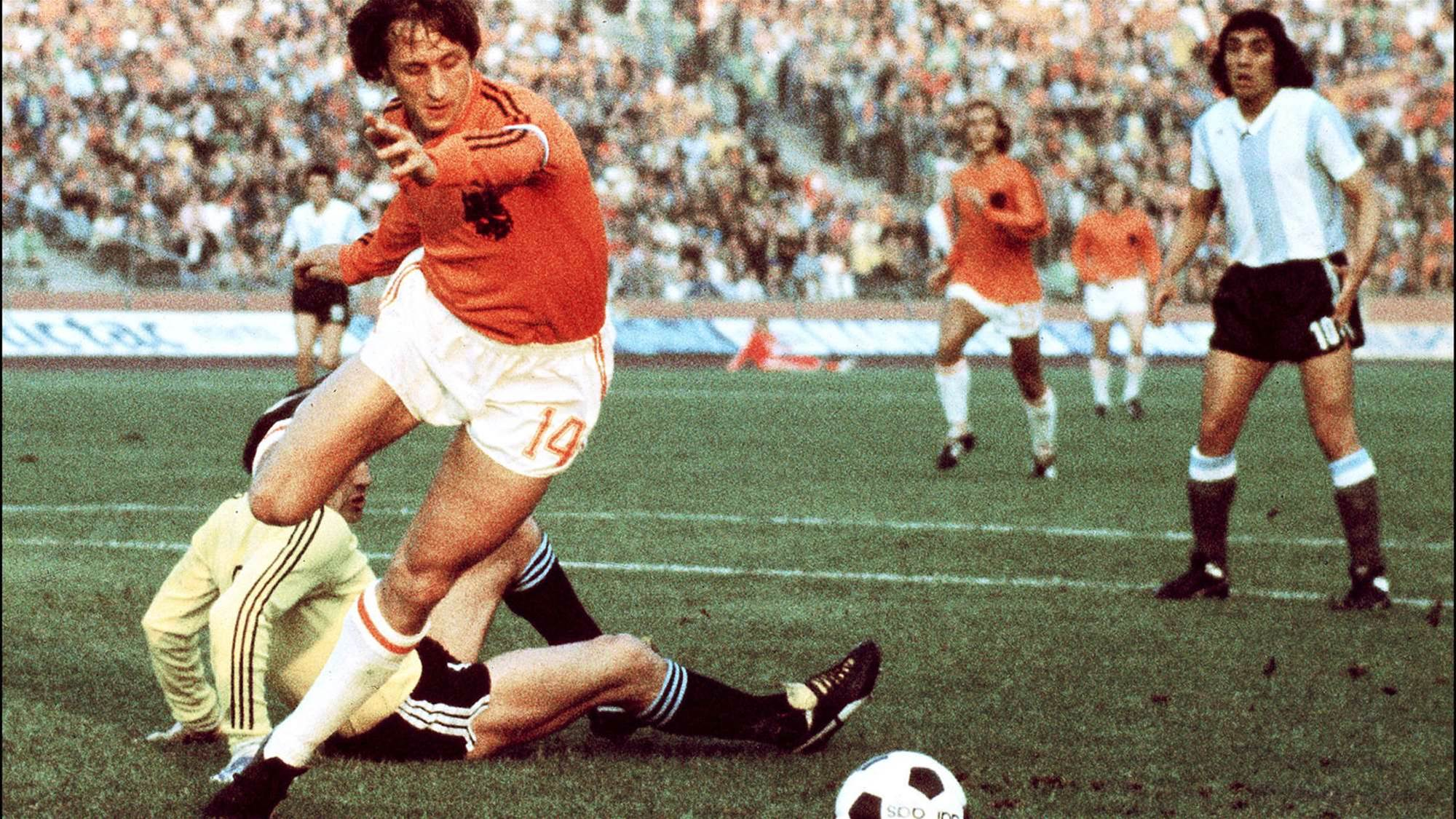Football Firsts: The Cruyff Turn