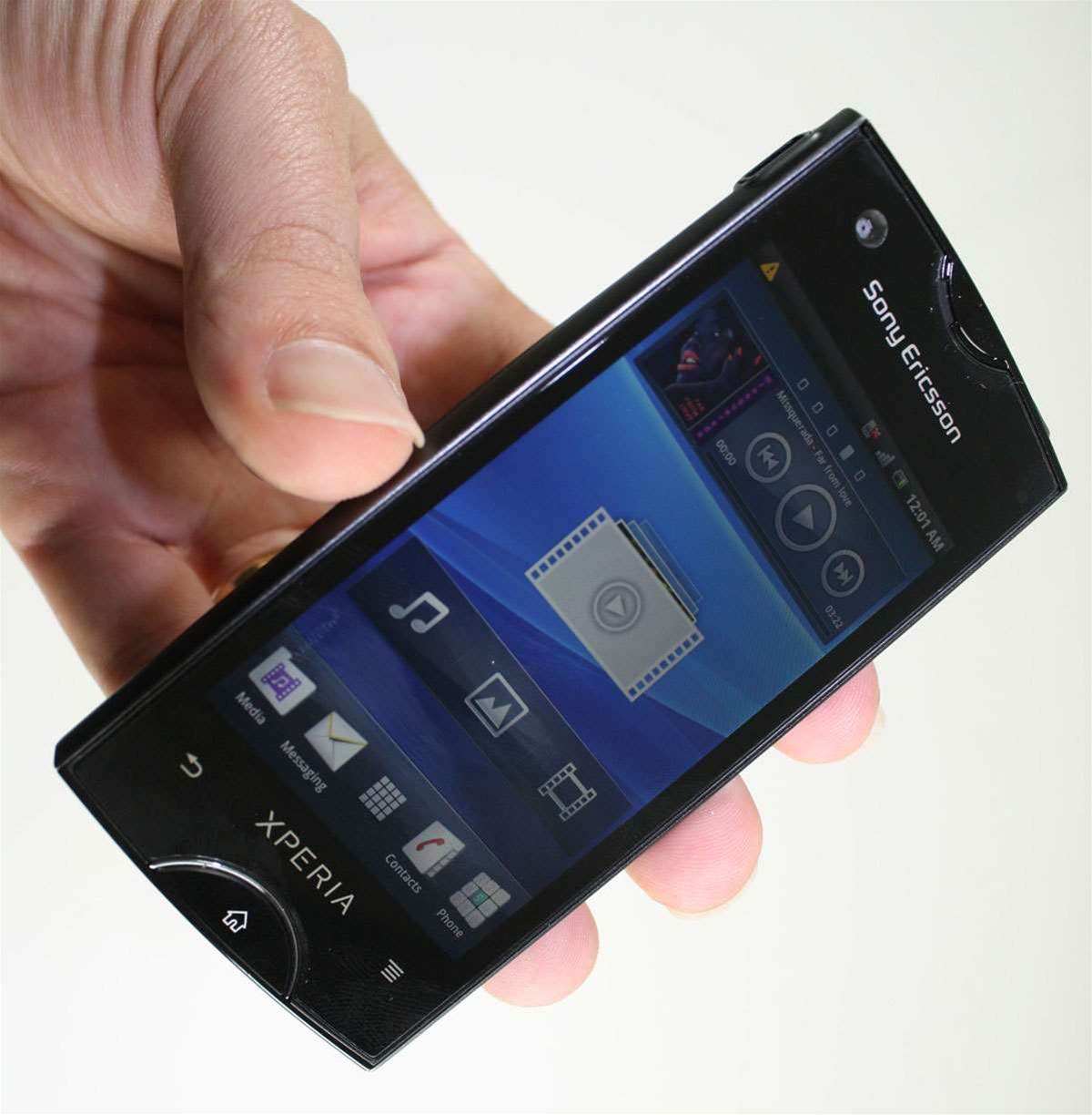 In Pictures: Sony Ericsson Xperia ray unboxing and hands-on
