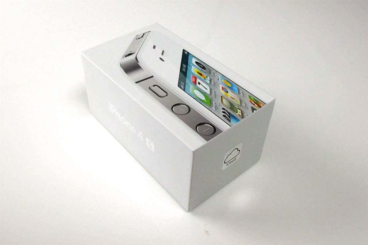 In Pictures: Apple iPhone 4S unboxed