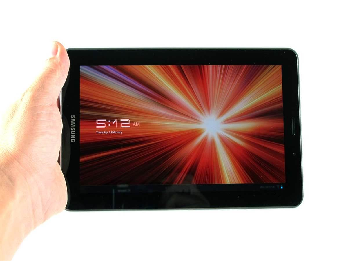 Samsung Galaxy Tab 7.7 unboxed and compared to Galaxy Tab