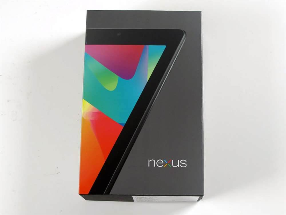 Google and Asus have plumped for a colourful box design with a dark grey background -- a refreshing change from the recent onslaught of 'minimalist' white packaging.