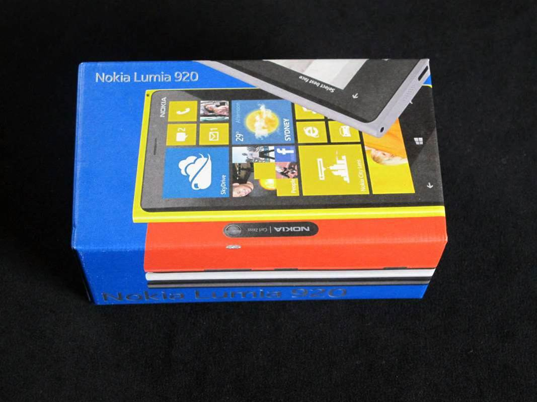 Photos: Nokia Lumia 920 unboxed
