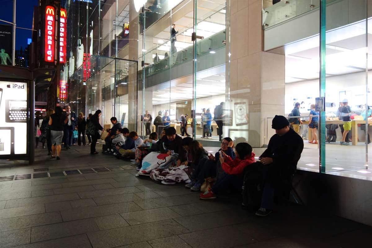 From a trickle to a flood - the new iPhone line at the Sydney Apple Store