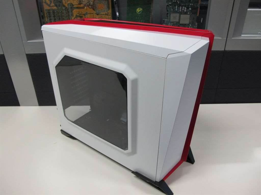 Corsair's new case is a departure, in the design stakes, featuring bolder highlights and a unique asymmetrical design.