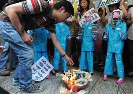 Foxconn denies using forced intern labour