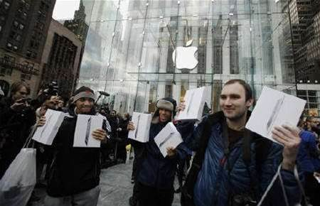 Apple iPad 2 sales seen clearing 1 million units