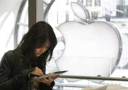 Apple updates software to fix tracking glitch