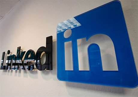 LinkedIn dumps Intro Apple mail service