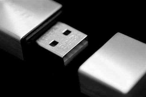 Defence loses secret documents to foreign USB thief