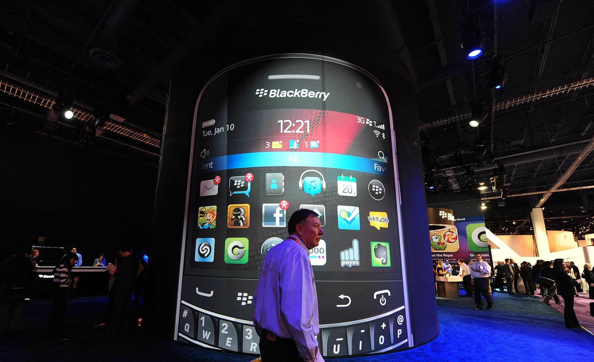 Struggling BlackBerry considers sale