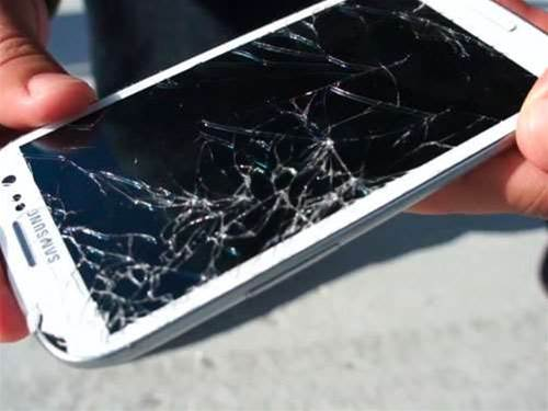 Clumsy? Don't buy a Samsung Galaxy S3 over an iPhone 4S, says test