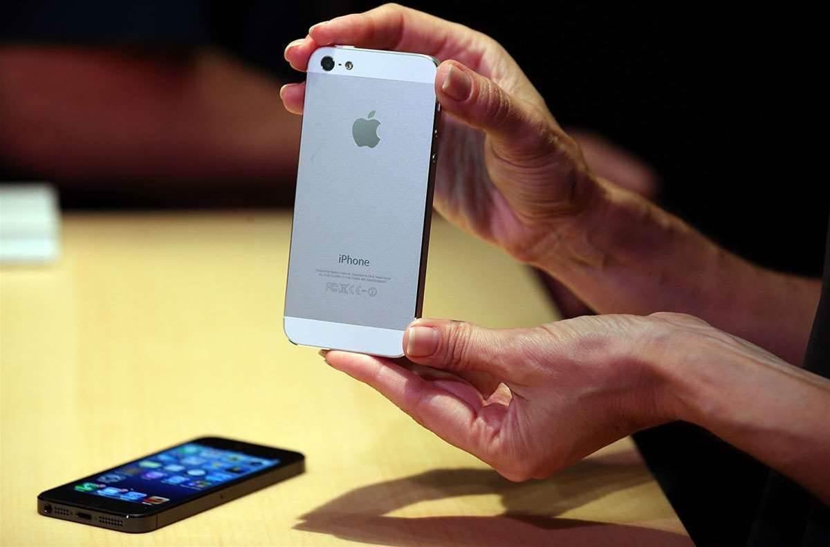 Skyrocketing iPhone sales help Apple buck trend