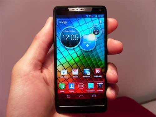 Motorola RAZR i – hands on preview