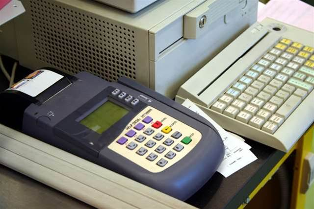 Scammers bug retail registers with $40 keylogger devices