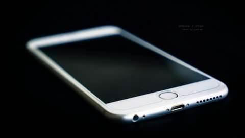 Police raid $25 million counterfeit iPhone factory