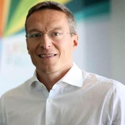 Telstra retail chief resigns