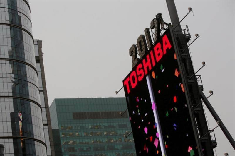 Toshiba eyes stake sale in chip business