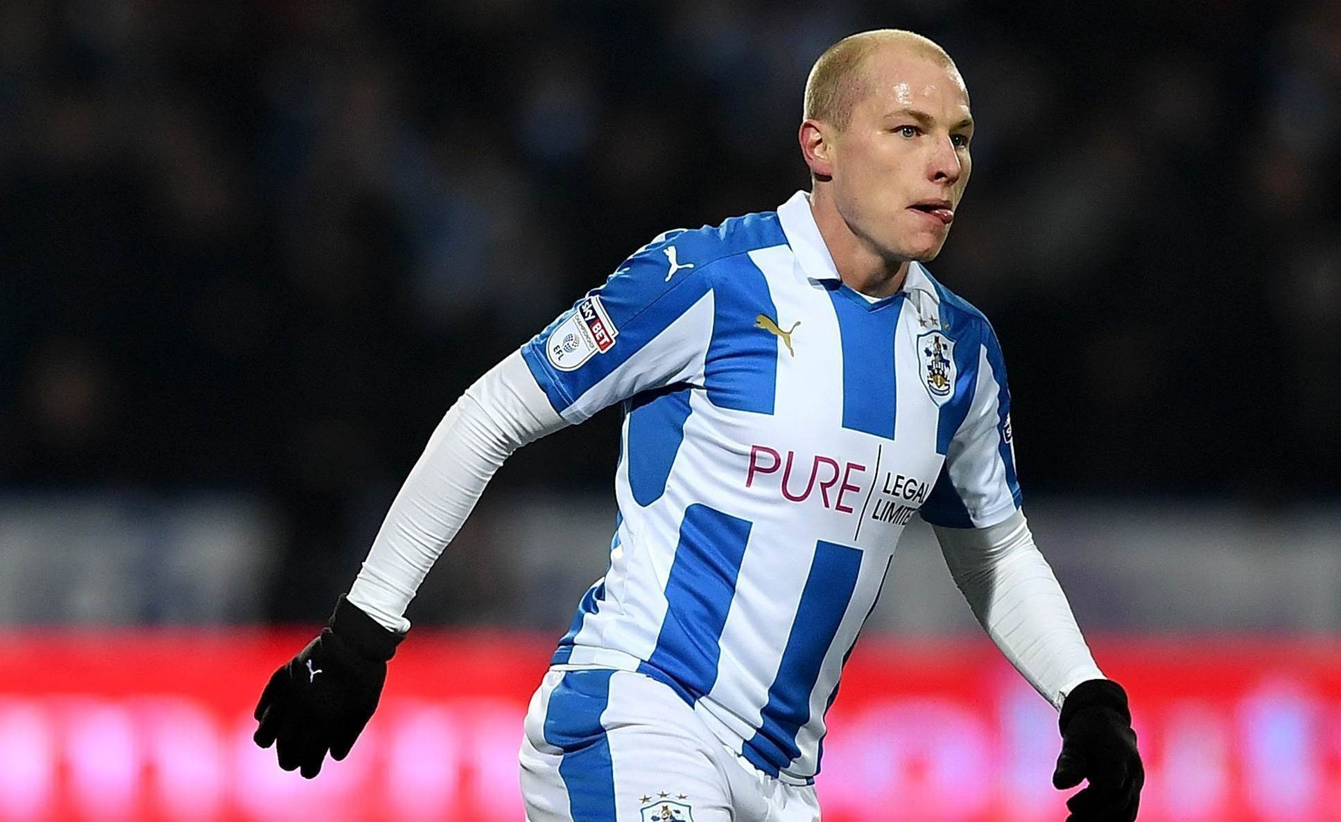 Mooy claims another gong