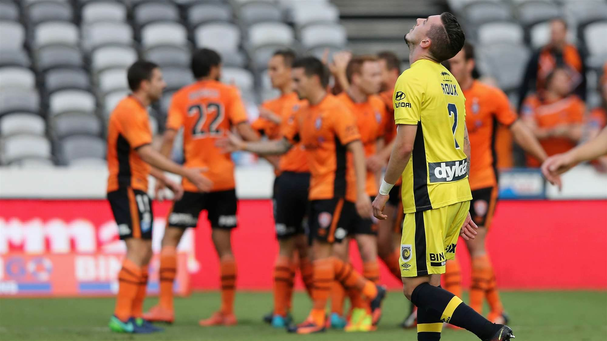 Roar edge Mariners in first win