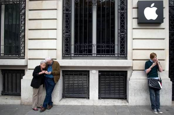 Paris Apple Store upsets partner