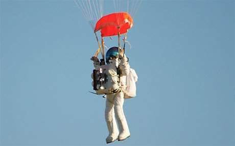 Google exec quietly beats Baumgartner's stratospheric jump