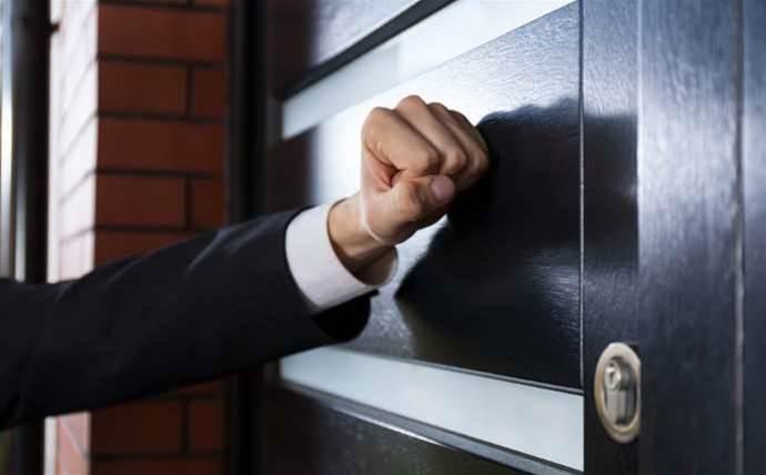 Warning over dodgy doorknockers offering laptops