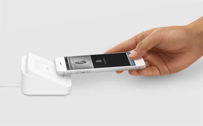 Australia gets Square's contactless pay device