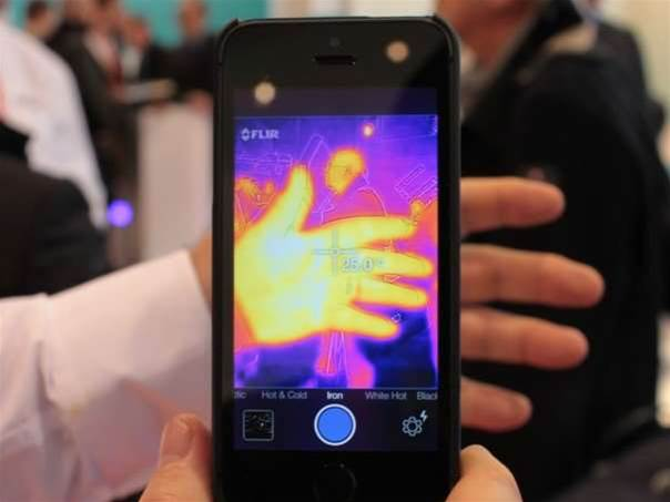 FLIR One iPhone case tells you how hot you are