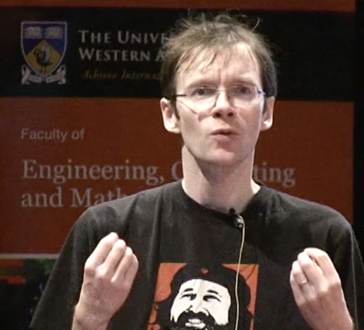 Microsoft earns kudos in Linux conf keynote