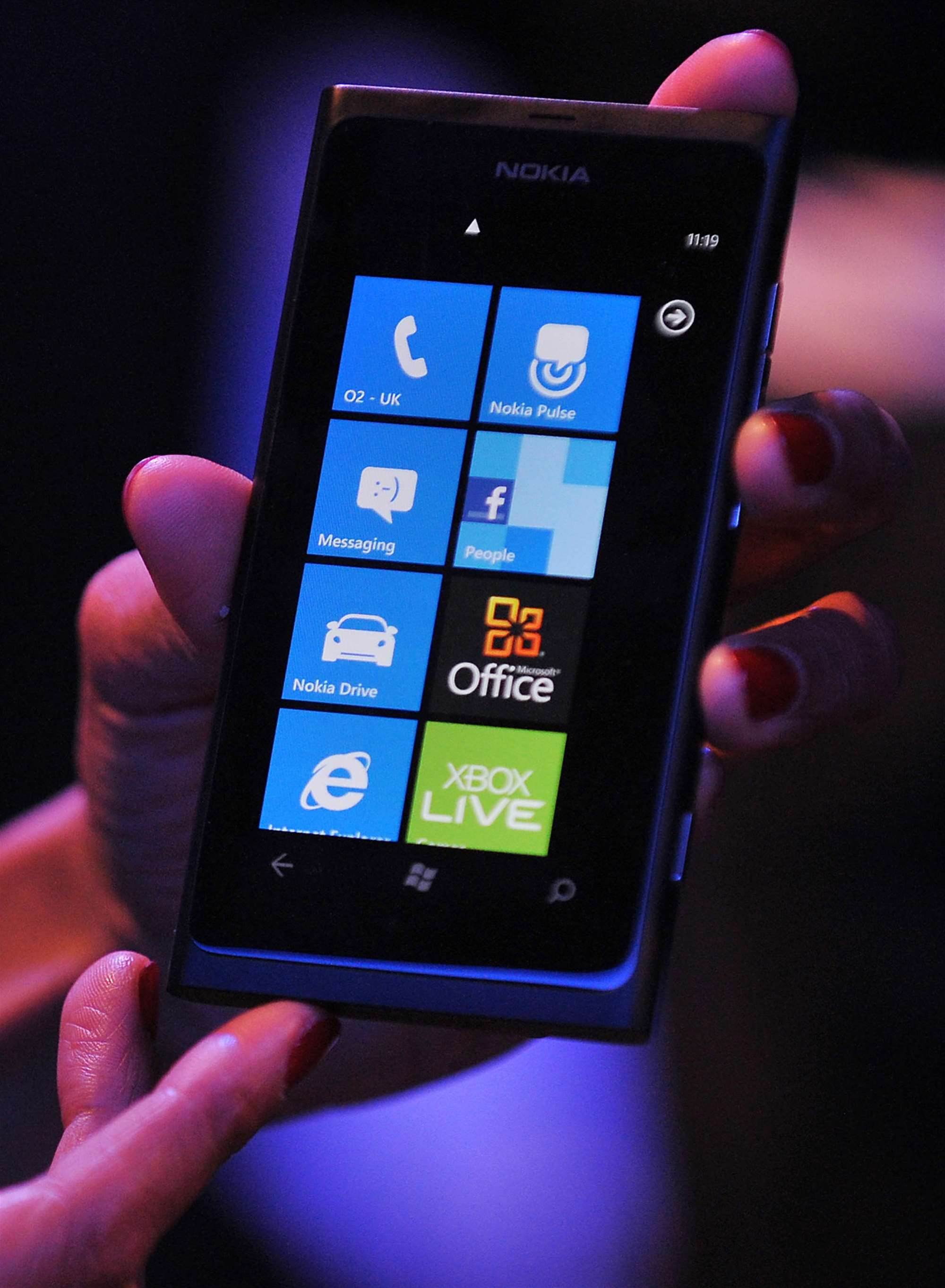 Optus targets business with Nokia Lumia launch