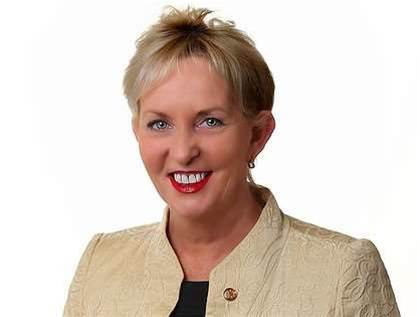 QLD IT minister Ros Bates resigns from Cabinet