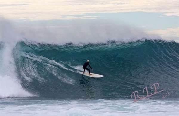 Surfer Dies at Jakes Point