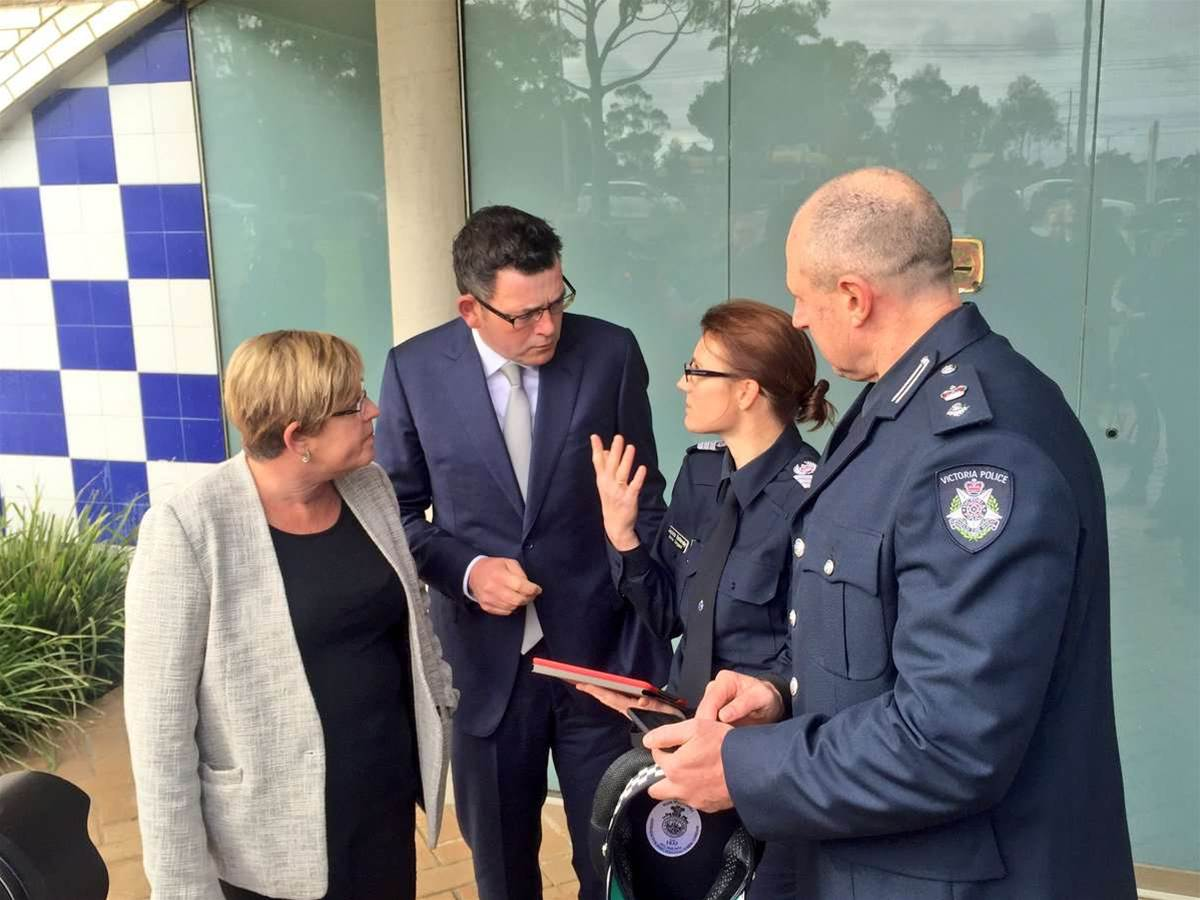 Victoria Police goes to market for 8500 smartphones, tablets