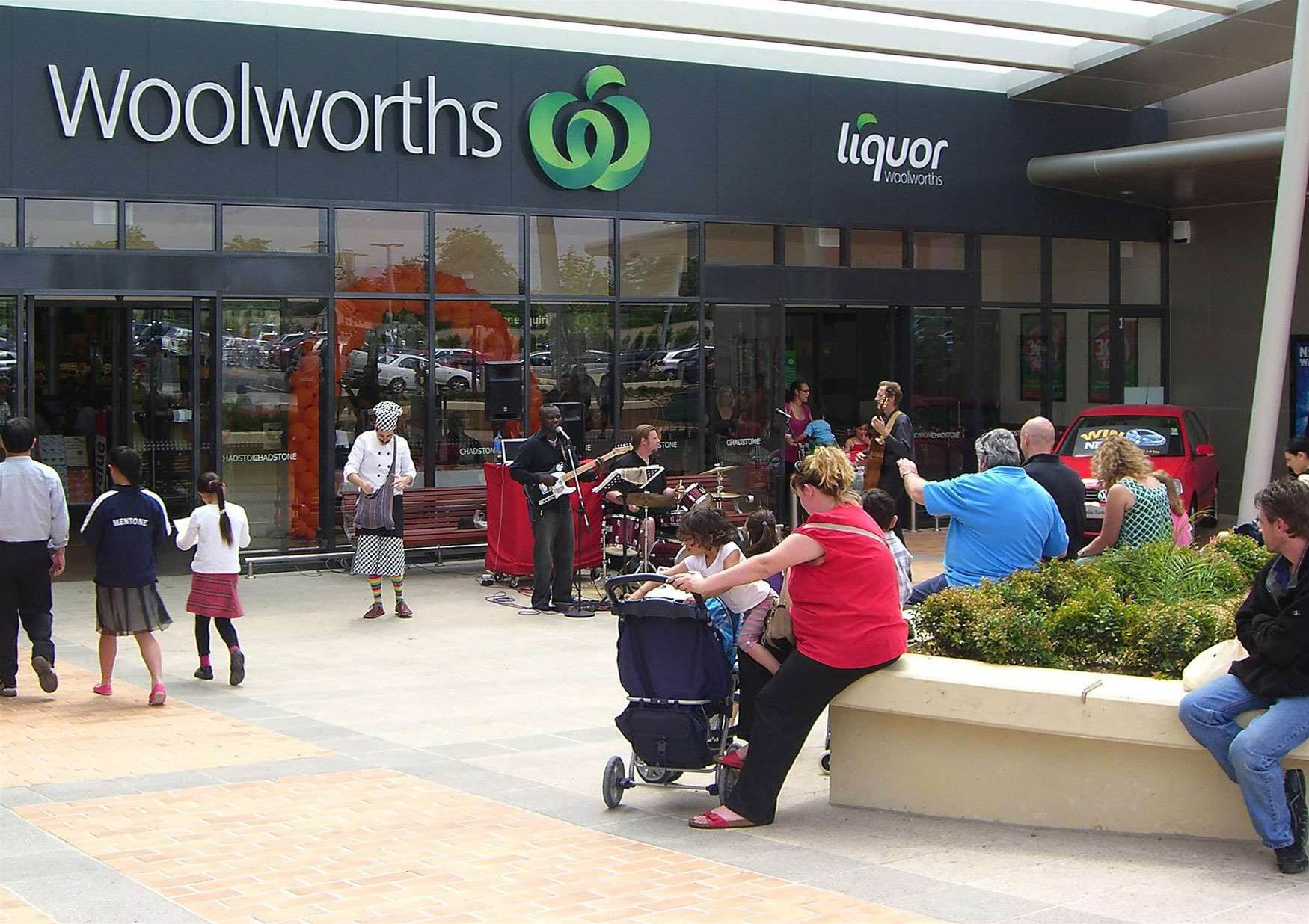 Woolworths slims service desk footprint