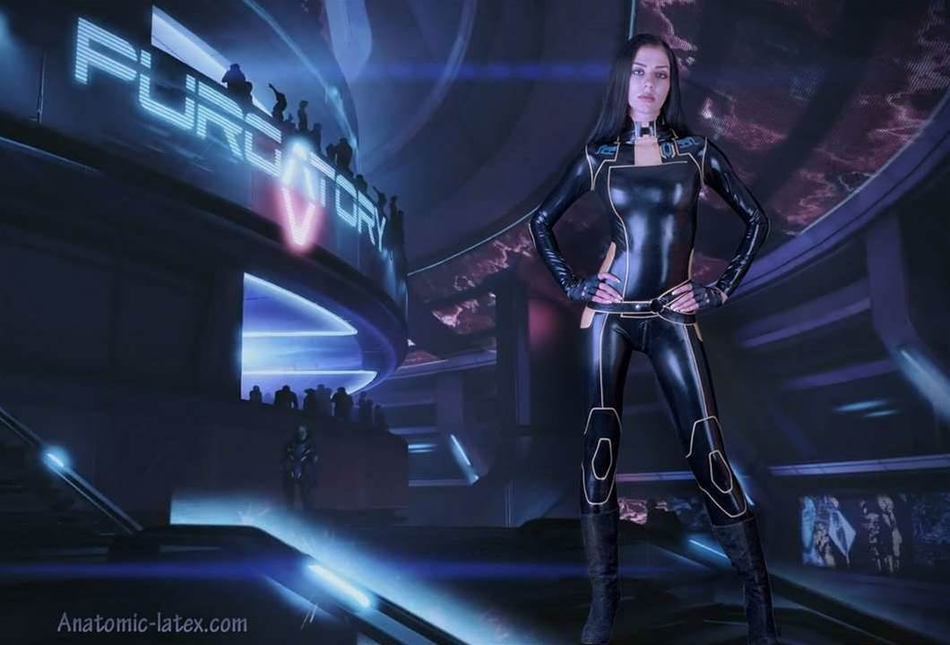 Mass Effect + fetish-grade latex = AWESOME cosplay