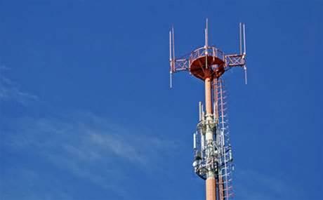 Macquarie consortium buys tower operator Crown Castle Australia
