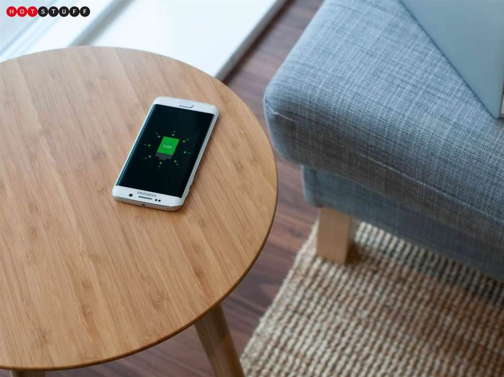 This table charges your smartphone - cable free!