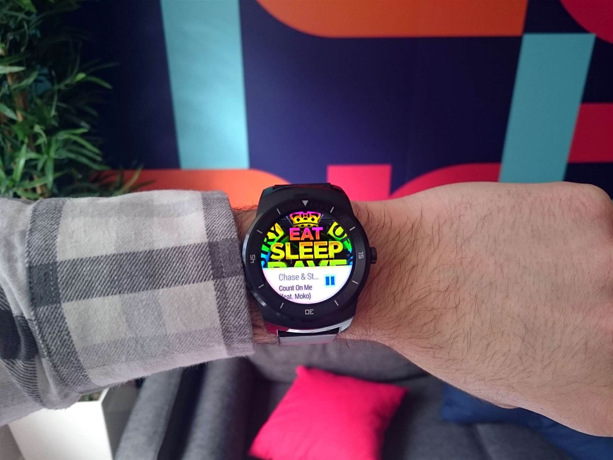 New Android Wear update activates Wi-Fi, flick controls, emoji