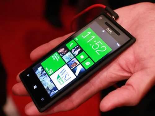 HTC unveils two Windows 8 phones