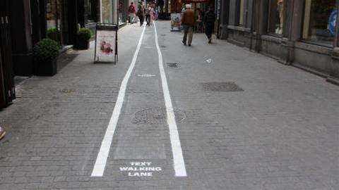 Smartphone users get 'text-walking' lanes in Belgium