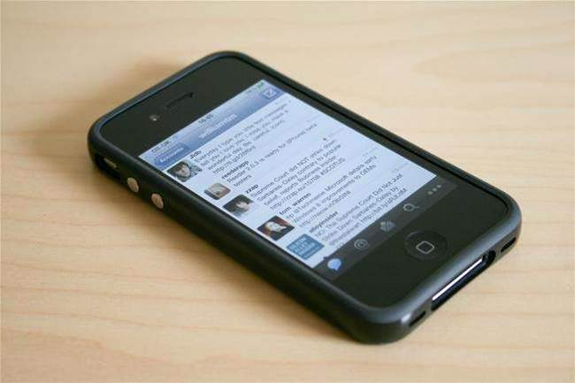 iOS 5 Hits the World, Causes Some People's Phones to Brick