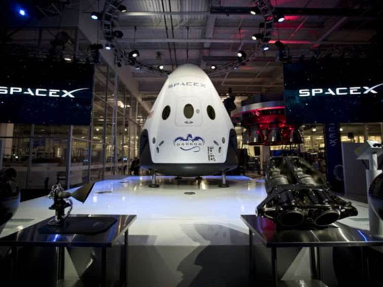 SpaceX Dragon v2 revealed by Elon Musk