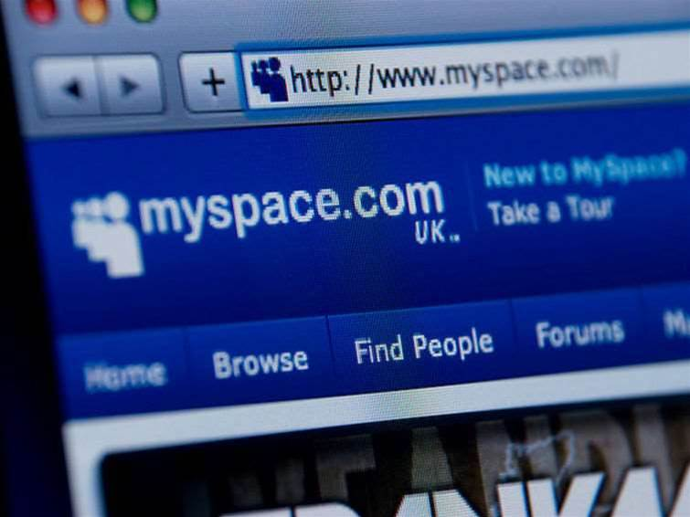 Myspace lures back old users with their own old photos