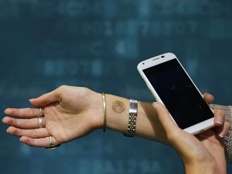 """Unlock the Moto X smartphone with a """"tattoo"""""""