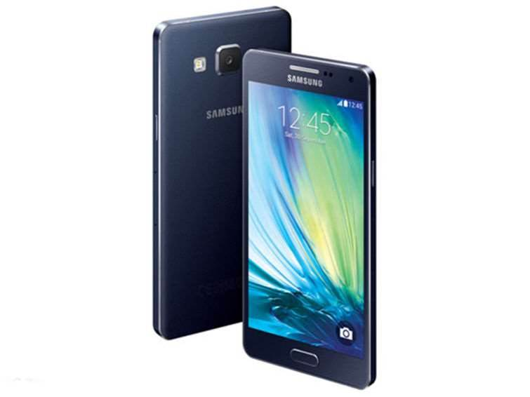 Samsung tempts the selfie market with A5 and A3 smartphones