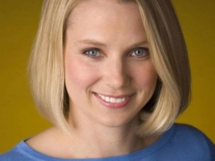 Yahoo investors want AOL in and Mayer out