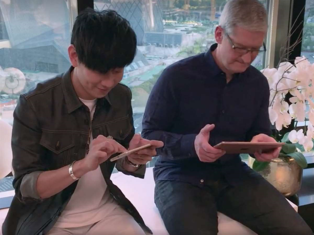Watch Tim Cook make sweet music with GarageBand's Chinese-flavoured update